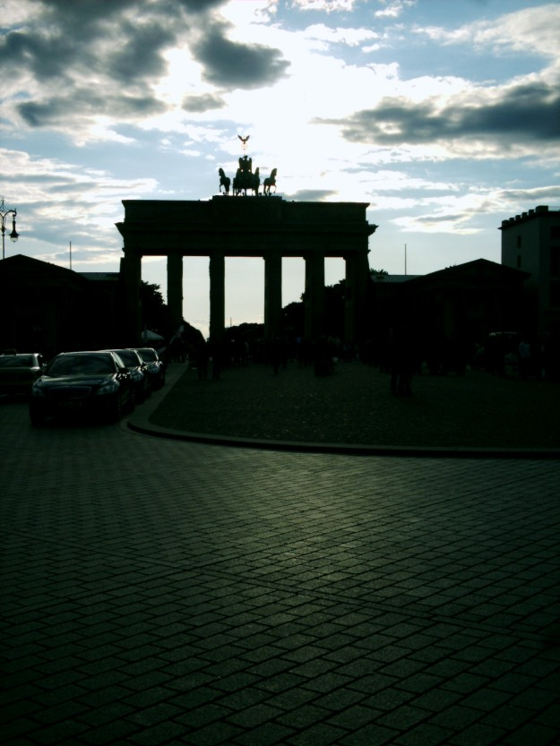 Brandenburger Tor at dusk.