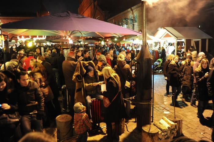 The people. In Germany, at the Lucia Weihnachtsmarkt im Hof der Kulturbrauerei or the Lucia Christmas Market courtyard of the Kulturbrauerei in Prenzlauerberg! © Jochen Loch