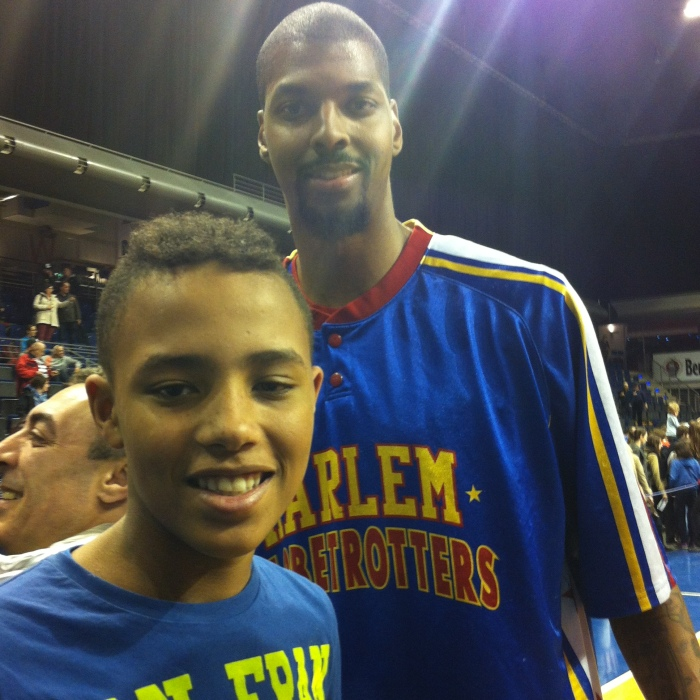 """""""The Tall Young Gentleman"""" with """"Quake"""" at the Harlem Globetrotters - Basketball."""