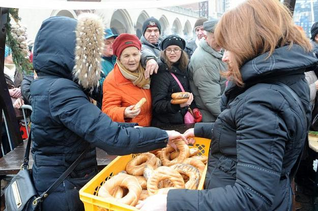 The people are not really starving but they were handing out bread in Krakow! Courtesy of krakow.pl