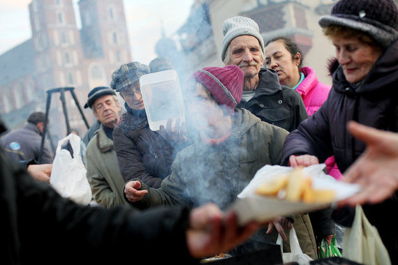 Hungry people in Krakow. ©praszkiewicz / Shutterstock.com