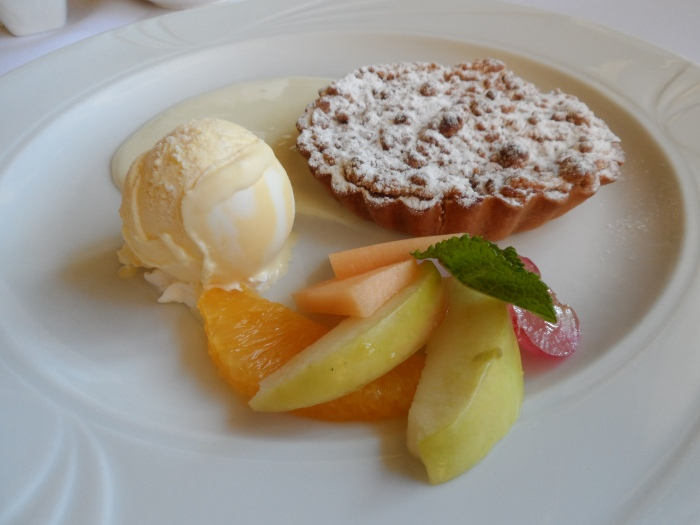 Szarlotka – warm apple pie with vanilla ice– cream covered in anglaise sauce.