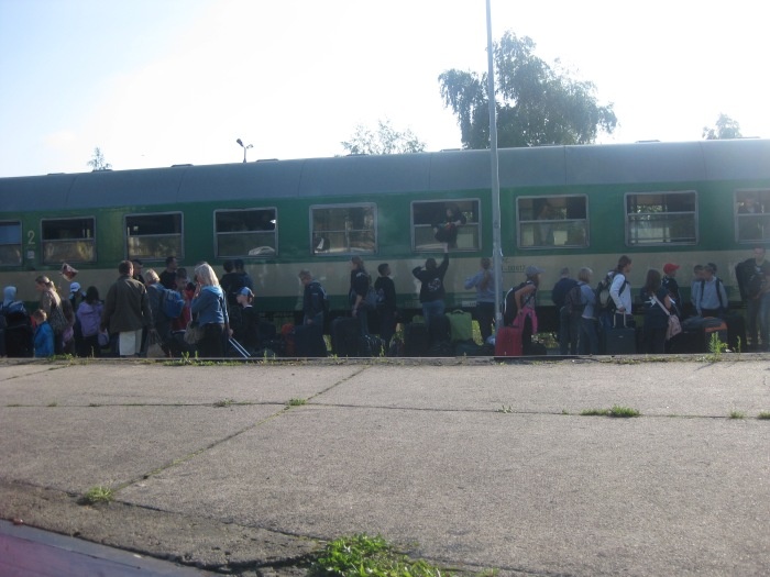 People rushing on the Polish train.