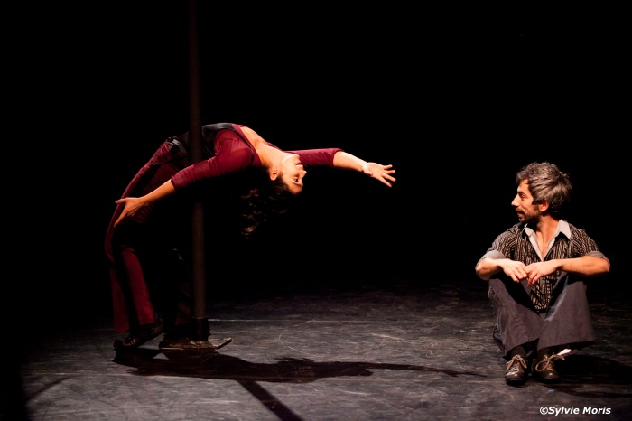 Vanina and Foucauld: the free-swinging pole-dancing act. Photo credit: Sylvie Moris.