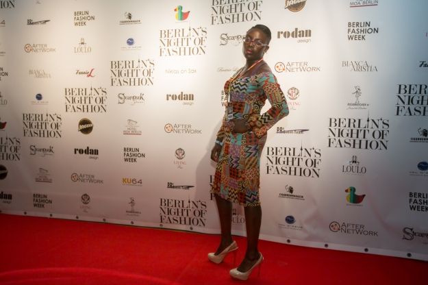 The heat and light was burning. And so were my shoes. Smokin'! Berlin's Night of Fashion on the Red Carpet.