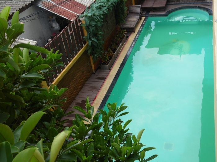 Our lovely swimming poo in Bangkok. Not too big, not too small, perfect for those first sticky, humid nights!