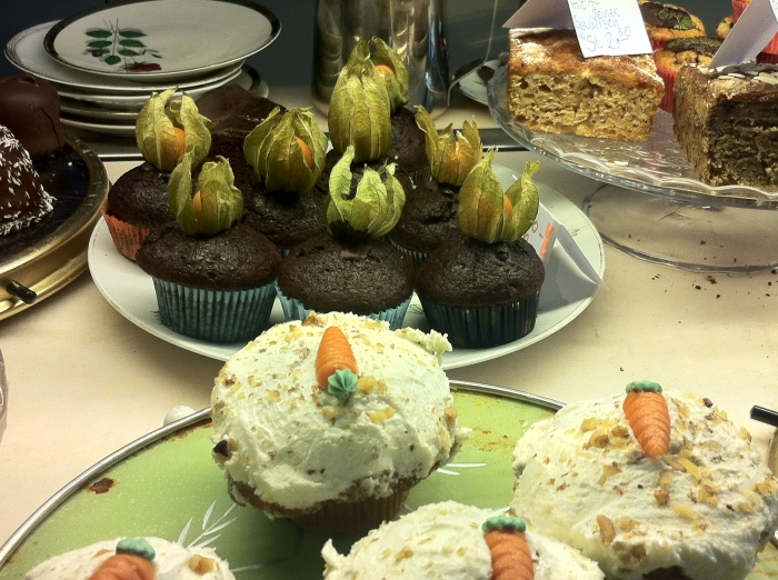 Dangerous chocolate muffins and temptingly enticing carrot cupcakes at the Chocolateria Sünde in Kreuzberg - Berlin.