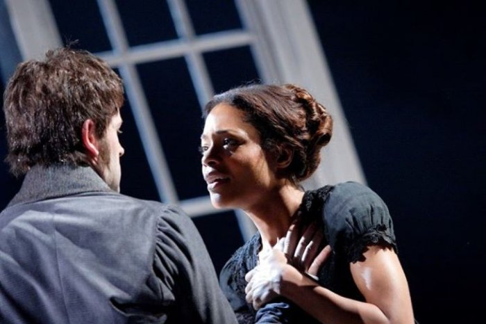 Victor Frankenstein (Johnny Lee Miller) and Elizabeth Lavenza (Naomie Harris).