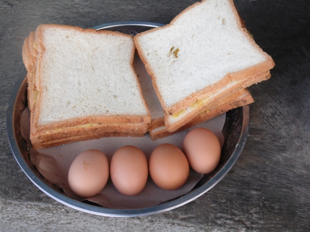 Slices of bread and eggs boiled in the steam of a volcano!