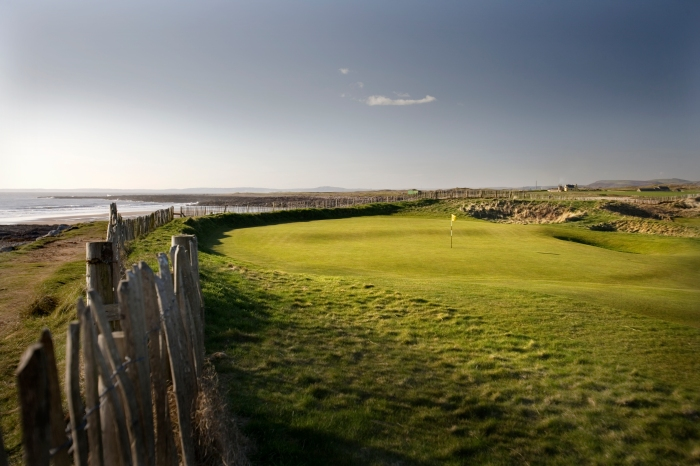 A coastal course on the Bristol Channel ©VisitBritain Harry Williams