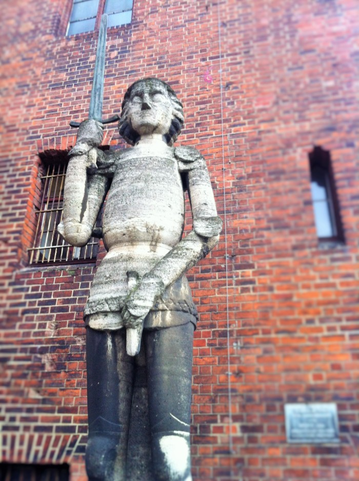 Outside the Märkisches Museum - Lord Roland of Brandenburg or perhaps just a sword-holding knight depicting the privelage of Berlin in the Middle Ages!