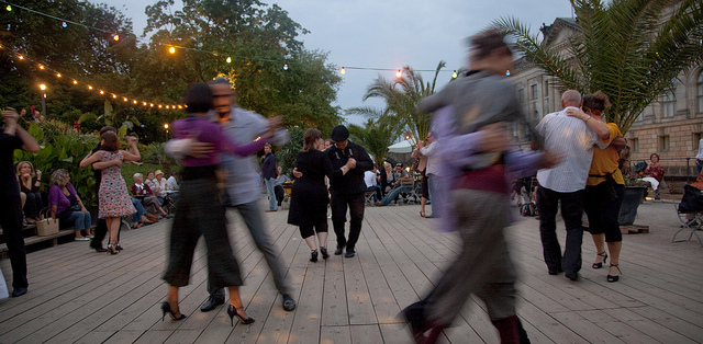 Tango Dancing at the StrandBar in Mitte Monbijou Park. © visitBerlin - Günter Steffen