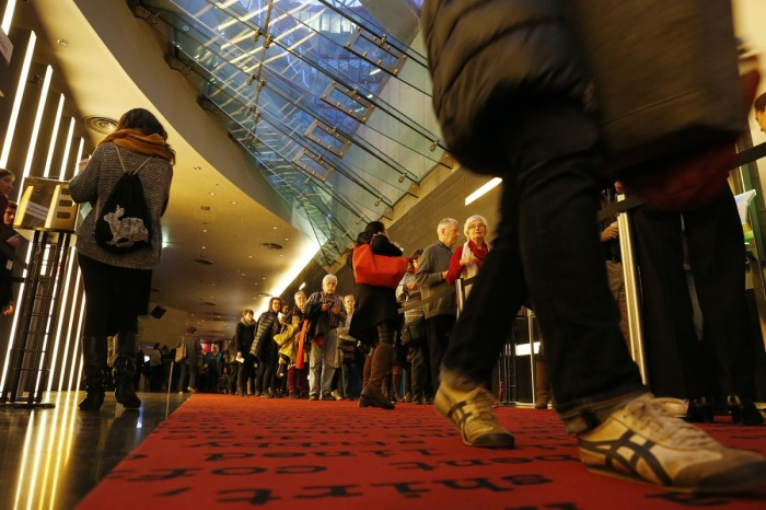 Roll up! Roll up! Queue up & come & get your ticket! © Berlinale