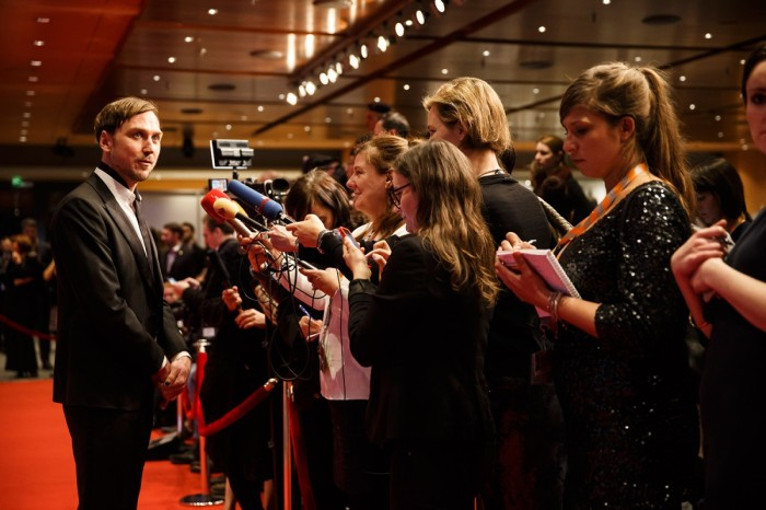 Lars Eidinger & Members of the Press! © Berlinale