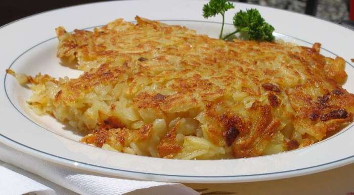 Rösti - also known as chopped grated potato! ©Benutzer Mussklprozz Why you should visit Switzerland, and eat cheese!