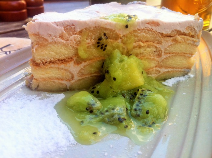 A smotanova torta jahodova sponge biscuit cake filled with cream, vanilla & a strawberry purée topping, covered in kiwi!