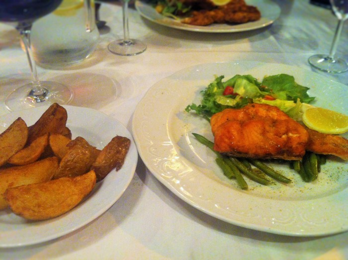 Grilled salmon with green beans, lemon slices, a side salad. Including the potato wedges!