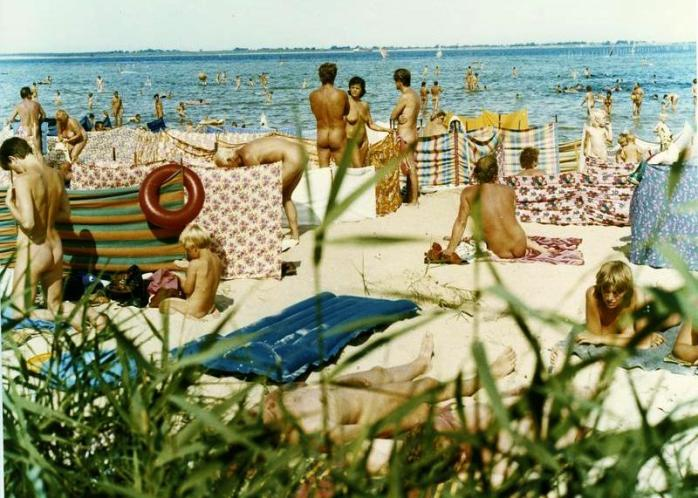 Germans are enormously open-minded so nude beaches as Freikörperkultur, or FKK movement - Free Body Culture - was set up - 51 reasons to go to the seaside. In Germany! ©Bundesarchiv, Bild 183-1984-0828-411A / Settnik, Bernd / CC-BY-SA 3.0