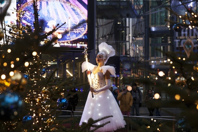 An angel at the Sony Centre Christmas, in Berlin! ©Birgit Kaulfuss