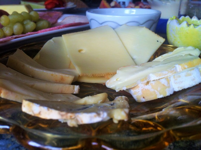 A mouth-watering platter of cheeses!
