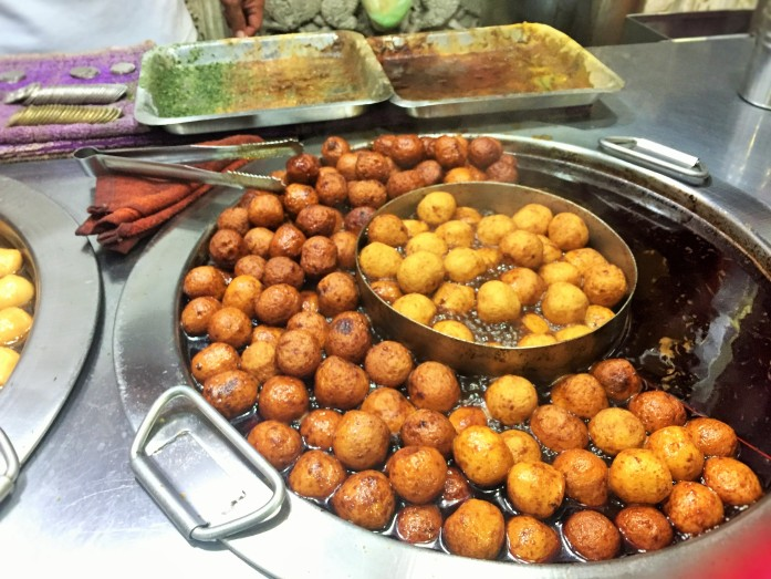 Exotic Taiwanese meatballs at the night market in Taipei!