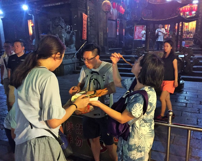 Taiwanese students and young people, outside the Cicheng Temple, having a good time!