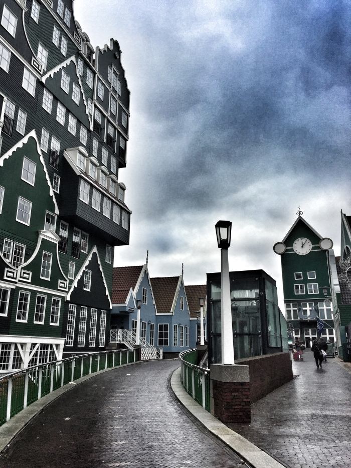 How to visit Amsterdam: Introducing Zaandam - a Dutch traditional town with windmills!
