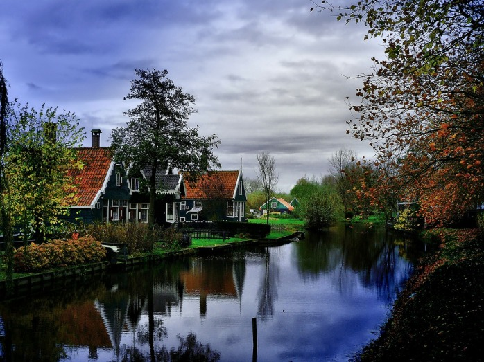 How to visit Amsterdam: Introducing Zaandam - a Dutch traditional town with windmills! Don't these houses look cute?
