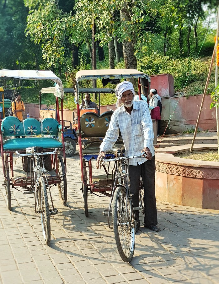 Cycle rickshaws; pedicabs; trishaws riders in India; taxi; drivers, bicycle; scams, Agra; Delhi; India