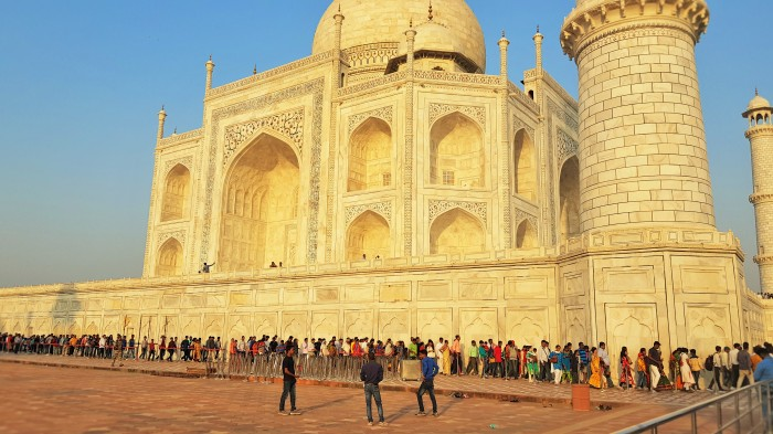 Don't panic; a very long queue at the Taj Mahal in Agra, India; a very long line at the Taj Mahal in Agra, India; a very long queue; a very long line; a queue; a line; Taj Mahal; Agra; India